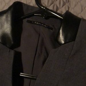 T Tahari gray blazer sz 2